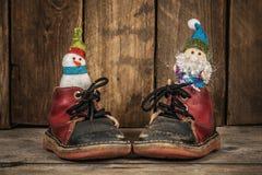 圣诞老人和雪人驯鹿雪橇的 免版税库存照片