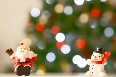 圣诞老人和雪人 库存图片