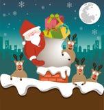 圣诞老人和驯鹿送在烟囱的礼物 库存照片
