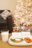 圣诞老人和鲁道夫的食物在家 图库摄影