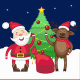 圣诞老人和鹿在圣诞树附近 库存图片