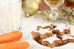 圣诞老人和Rudolf的快餐 库存图片
