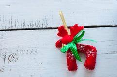 圣诞老人圣诞节驯鹿-红色玩具与 免版税库存照片