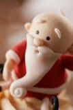圣诞老人在圣诞节背景的杯形蛋糕细节 免版税库存图片