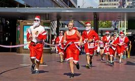 圣诞老人在悉尼跑 免版税库存照片