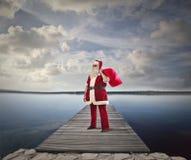 圣诞老人在海边 免版税库存图片