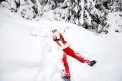 圣诞老人在雪说谎在圣诞节的冬天 免版税库存照片