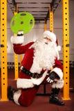 圣诞老人在Christams时间前的健康状况训练 图库摄影