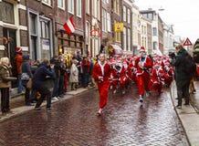圣诞老人奔跑开始 库存照片