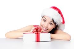 圣诞老人女孩与圣诞节礼品的微笑表面 免版税库存图片