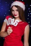 圣诞老人女孩拿着纸数字2016年 免版税库存照片