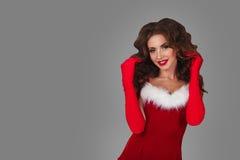 圣诞老人女孩 请求圣诞老人妇女 愉快的模型被隔绝的画象 库存照片