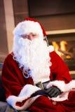 圣诞老人室内纵向  库存照片