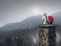 圣诞老人已经在这里 混合画法 免版税库存图片