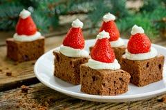 """圣诞老人帽子微型果仁巧克力†""""健康圣诞晚会晚餐菜单 库存照片"""