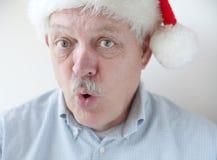 戴圣诞老人帽子的商人说'Ho ho ho' 免版税库存照片