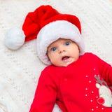 圣诞老人帽子的小女婴 免版税库存照片