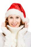 圣诞老人帽子的愉快的美丽的圣诞节妇女 免版税库存照片