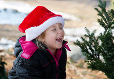 圣诞老人帽子的笑的女孩 免版税图库摄影