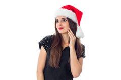 圣诞老人帽子的迷人的深色的女孩 免版税库存图片