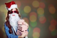 圣诞老人帽子的,与三的错误胡子年轻女性 免版税库存照片