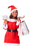 戴圣诞老人帽子的年轻非裔美国人的妇女 库存图片