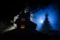 圣诞老人房子 父亲弗罗斯特、圣诞老人、Joulupukki和其他传奇英雄的家寒假 一舒适小 图库摄影