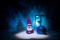 圣诞老人房子 父亲弗罗斯特、圣诞老人、Joulupukki和其他传奇英雄的家寒假 一舒适小 库存图片