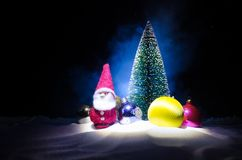 圣诞老人房子 父亲弗罗斯特、圣诞老人、Joulupukki和其他传奇英雄的家寒假 一舒适小 库存照片