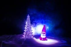 圣诞老人房子 父亲弗罗斯特、圣诞老人、Joulupukki和其他传奇英雄的家寒假 一舒适小 免版税库存照片