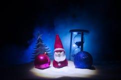 圣诞老人房子 父亲弗罗斯特、圣诞老人、Joulupukki和其他传奇英雄的家寒假 一舒适小 免版税图库摄影