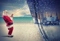 圣诞老人拉扯冬天 免版税库存图片