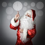 圣诞老人指向时钟 库存照片