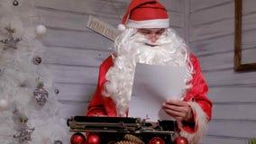 圣诞老人文字回复不折不扣在打字机的  库存图片