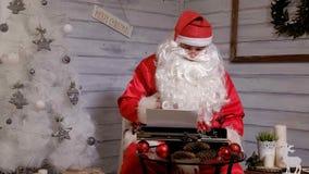 圣诞老人文字回复不折不扣在打字机的  免版税库存照片