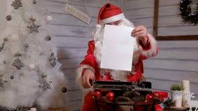 圣诞老人文字回复不折不扣在打字机的  免版税图库摄影