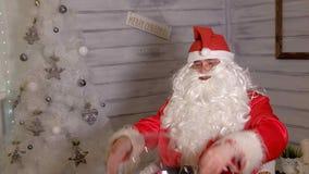 圣诞老人显示与一个不可思议的球的焦点 库存照片