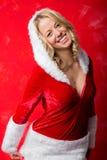 圣诞老人服装微笑的愉快的妇女 免版税库存图片