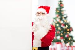 圣诞老人服装的人有广告牌的 库存图片