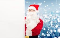 圣诞老人服装的人有广告牌的 图库摄影