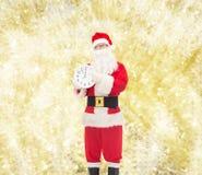 圣诞老人服装的人有时钟的 库存照片
