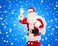 圣诞老人服装的人有袋子的 免版税库存照片