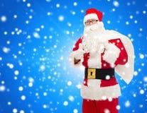 圣诞老人服装的人有袋子的 库存图片