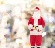 圣诞老人服装的人  免版税图库摄影