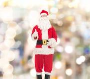 圣诞老人服装的人  免版税库存图片