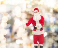 圣诞老人服装的人  免版税库存照片