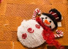 圣诞老人玩偶织品在雪的 库存照片
