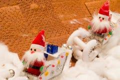 圣诞老人玩偶织品在雪的 免版税图库摄影