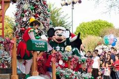 圣诞老人的在迪斯尼乐园游行的邮政所浮游物 免版税库存照片