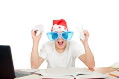 圣诞老人的帽子的紧张的学员 免版税库存照片